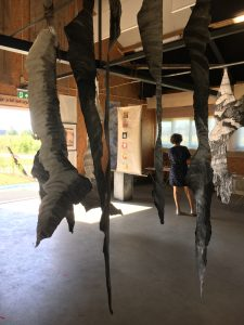 Installatie Footprints kunst op locatie